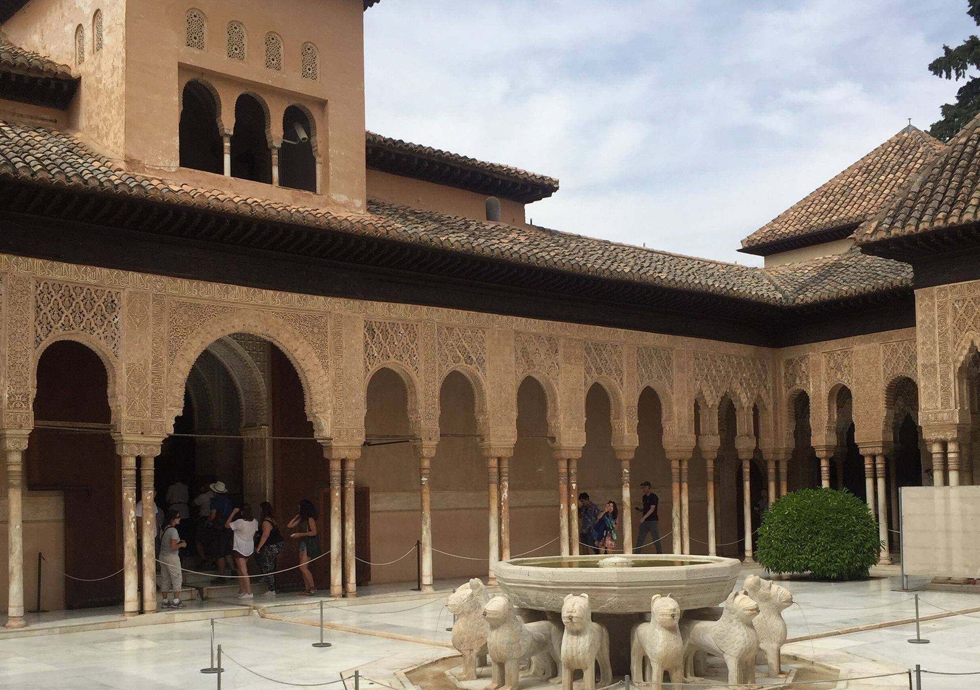 Private tour exploring the Alhambra and the Generalife