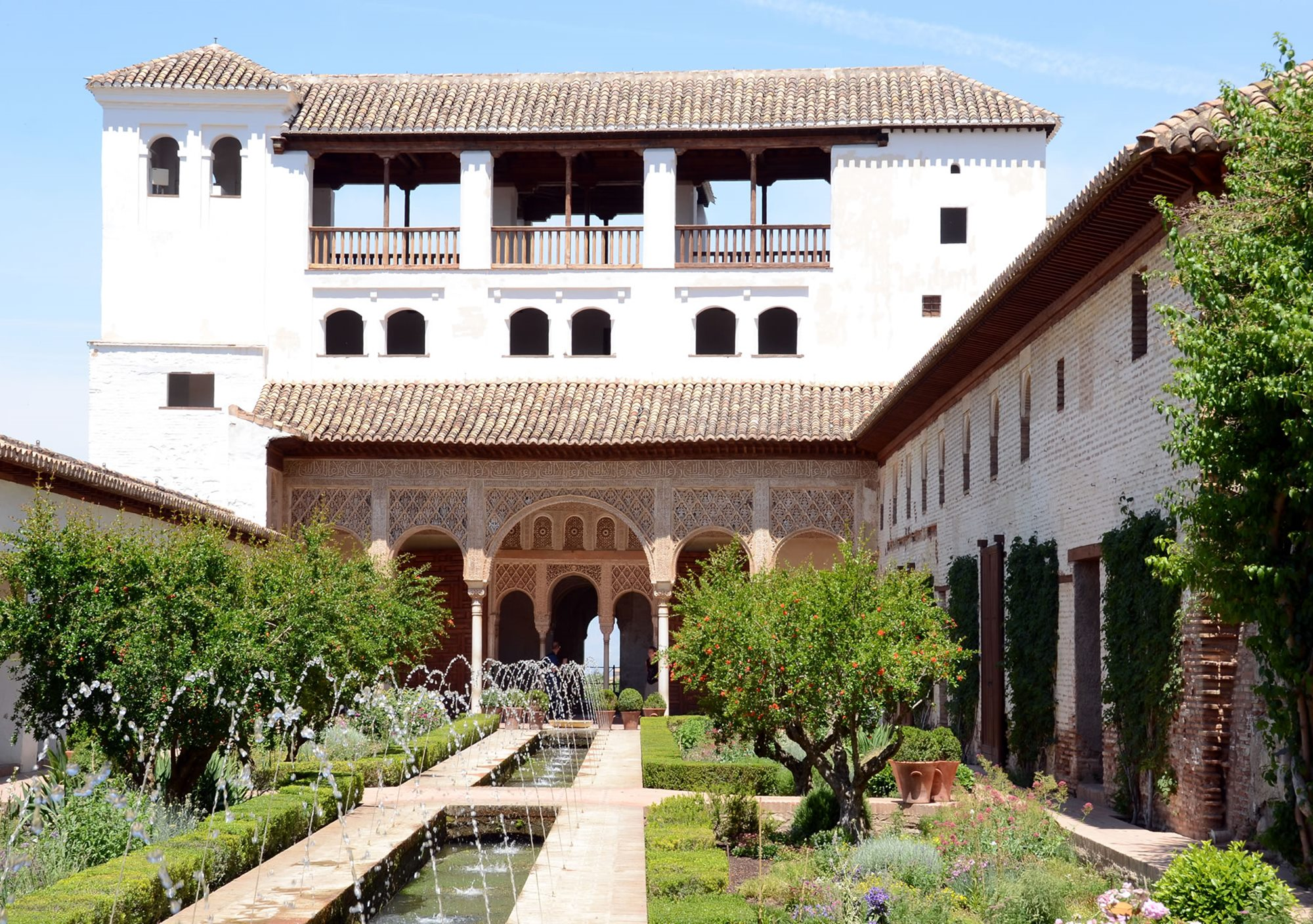 Get book reserve guided tour exploring the Alhambra and the Generalife