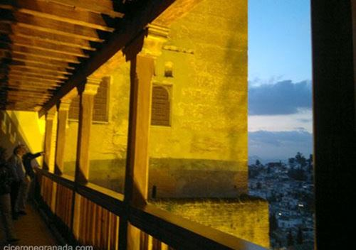 Night visit Nasrid Palaces guided tour Alhambra