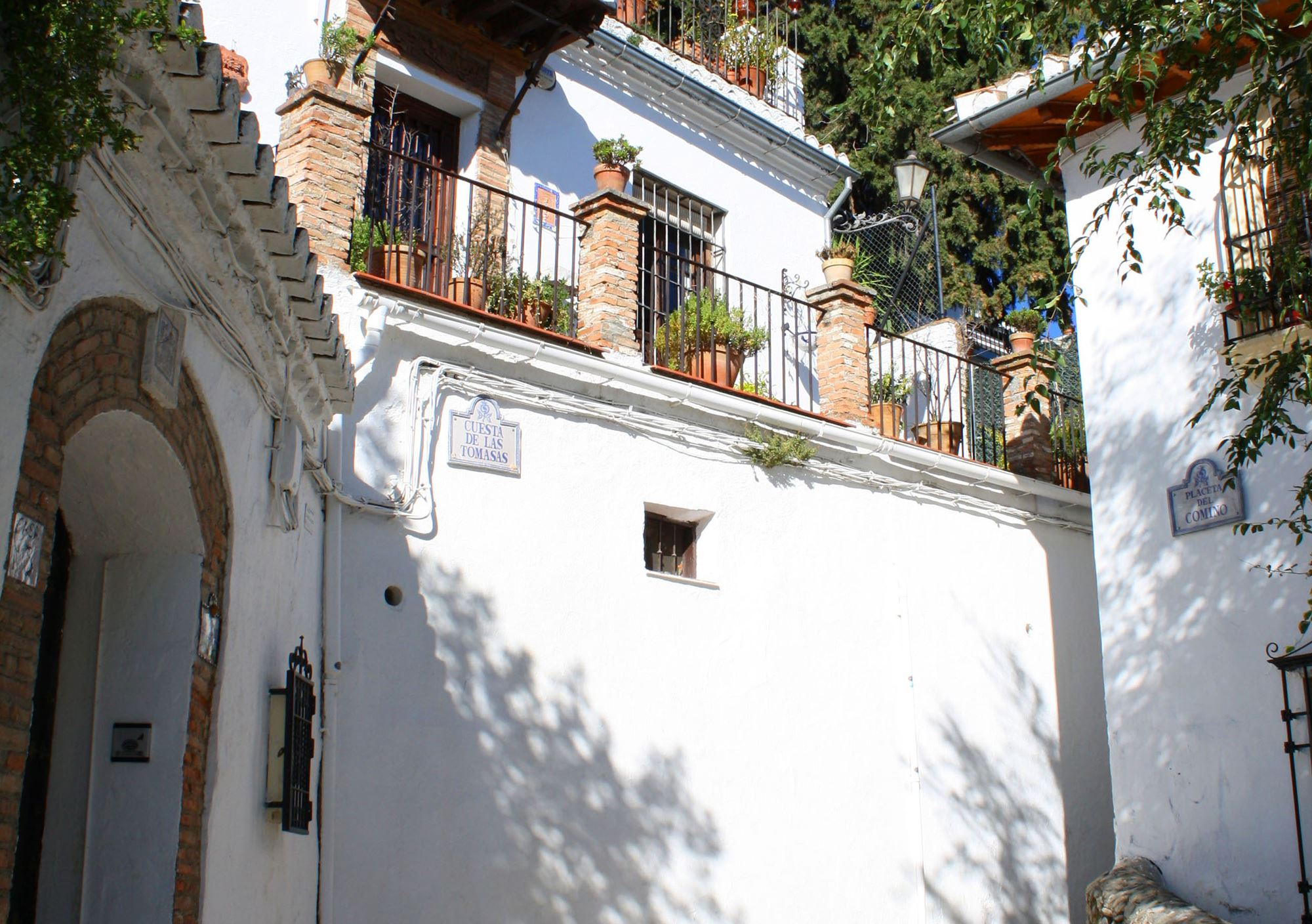 Booking online Walking Tour Albayzin and Sacromonte  Guided